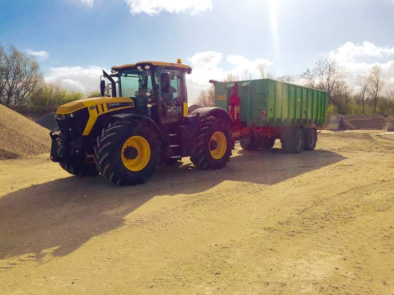 Traktoren mit Anhängern